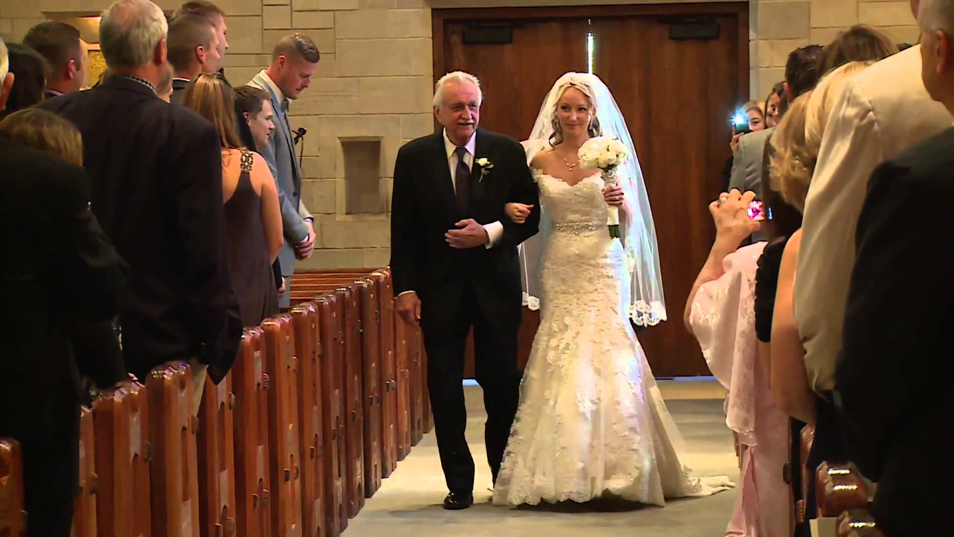 Father Walks Down The Aisle In Daughter S Wedding His Next Move Surprised Guests Crossmap